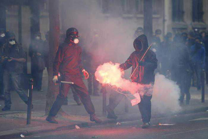 Parigi, scontri e arresti al corteo per il lavoro