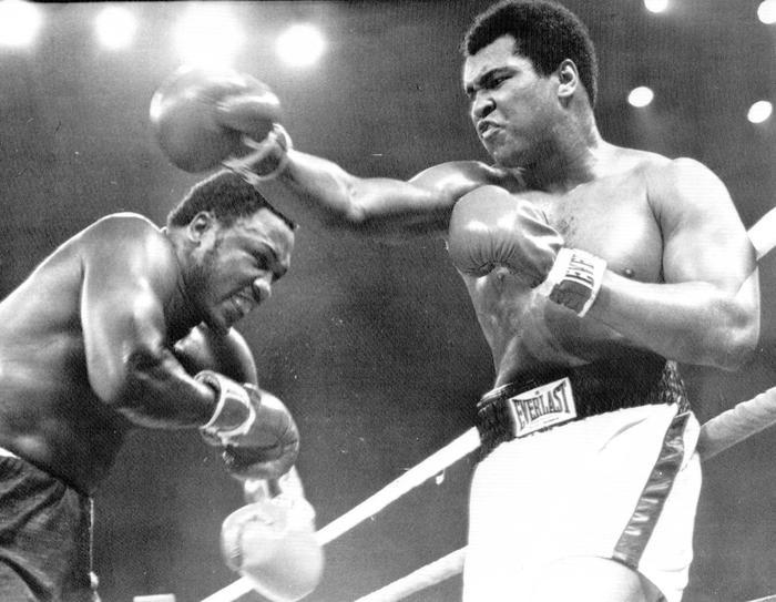 Muhammad Ali  e Joe Frazier sul ring