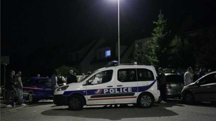 Parigi, torna l'incubo terrorismo: uccisa coppia di poliziotti