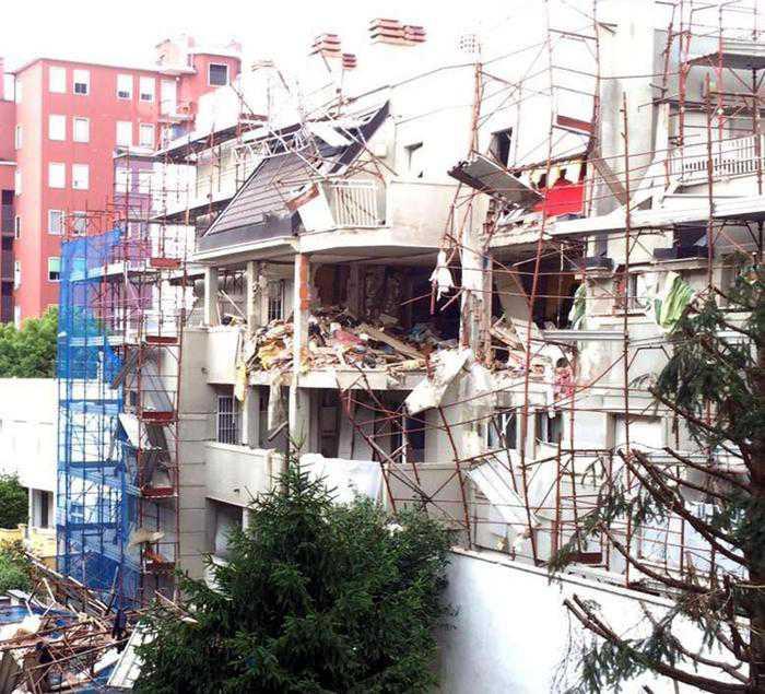 La palazzina crollata in via Broschi