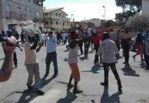 Tensione a San Ferdinando, protestano migranti