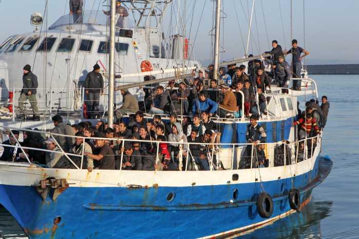 Iracheno espulso a Udine, rientra in barca a Crotone. In cella