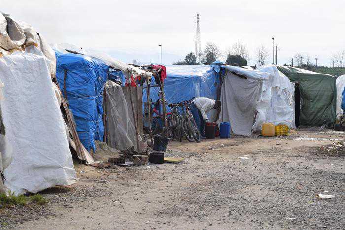 Migrante accoltella carabiniere, militare reagisce e lo uccide