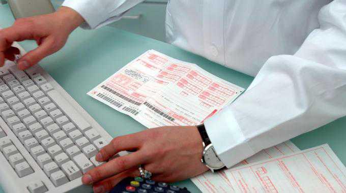 Falsi redditi per avere esenzione, 10 denunce. Coinvolto medico Fiumara