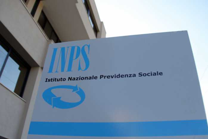 Pensioni sociali a migranti, truffa Inps per 5,6 milioni