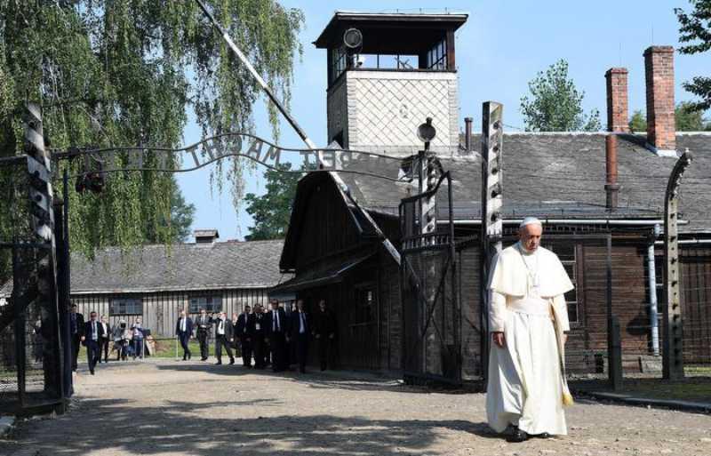 Papa Francesco a Auschwitz