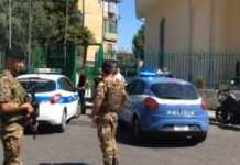 Agguato nel Rione Traiano a Napoli, feriti un giovane e una donna
