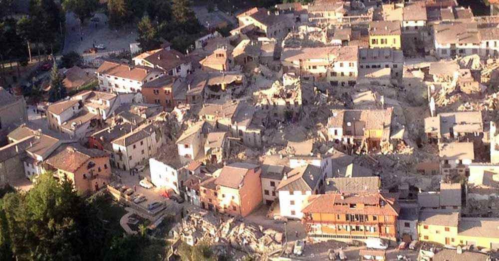 Terremoto nel centro Italia, forza devastante. E' corsa contro il tempo