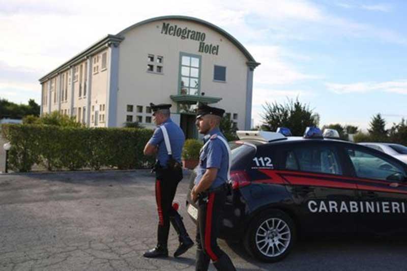 I militari davanti all'hotel dove è stata uccisa la escort