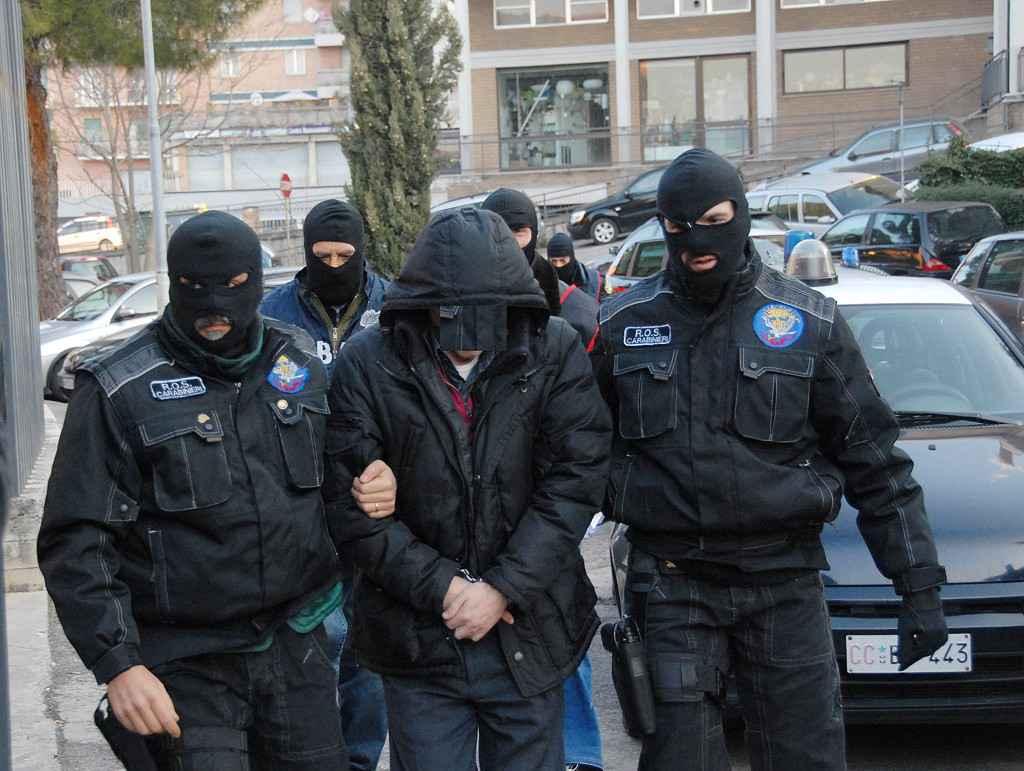 Usura e estorsione: 14 arresti, tra cui il calciatore Francesco Modesto
