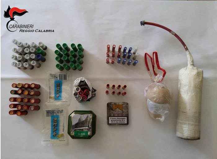 Nasconde in casa esplosivo e cartucce per fucile, arrestato
