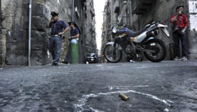Napoli, si spara ad altezza d'uomo. Trovato un cadavere a Giugliano