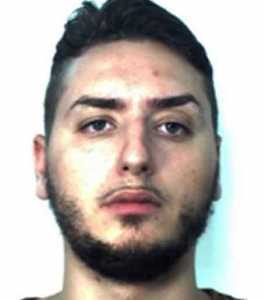 Catania, forzano posto di blocco. Arrestati tre giovani