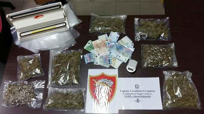 Studente con 700 grammi di marijuana. Arrestato