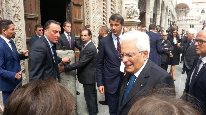 Mattarella a Napoli per celebrare Benedetto Croce: il presidente accolto con applausi