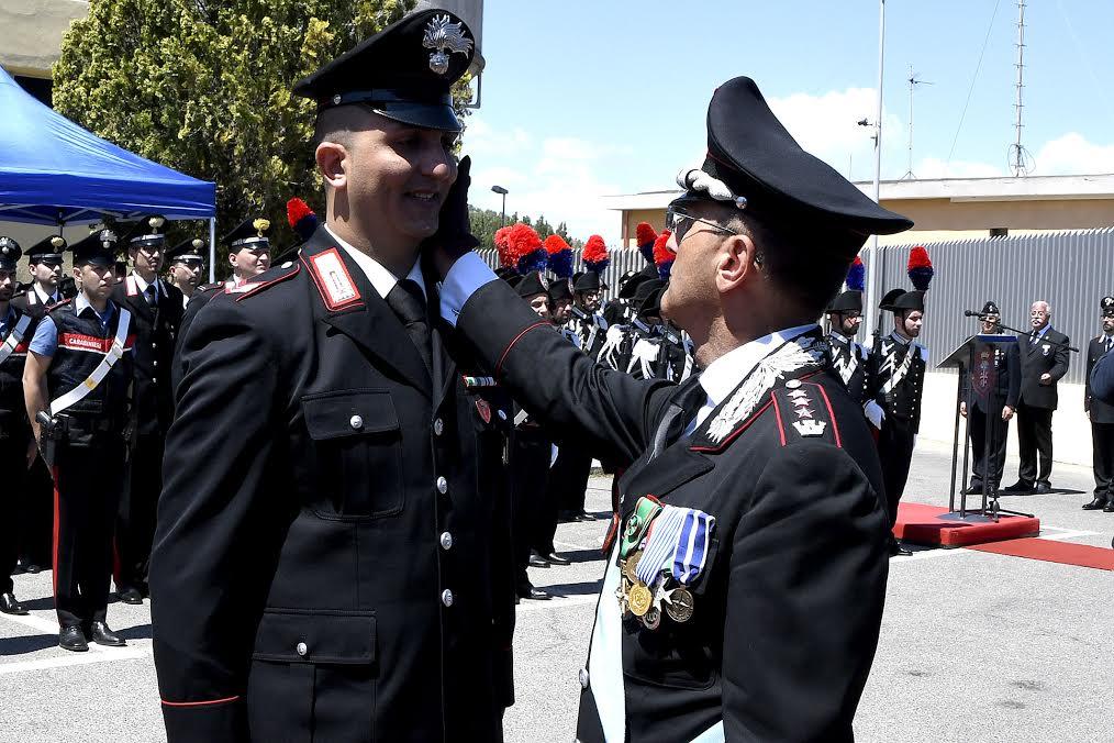 Crotone, anziano tenta il suicidio impiccandosi. Salvato da Carabiniere
