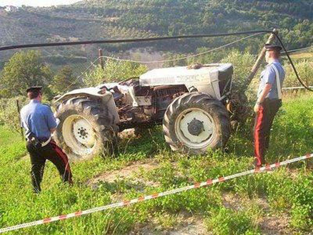 Col trattore uccide il figlio di 8 anni
