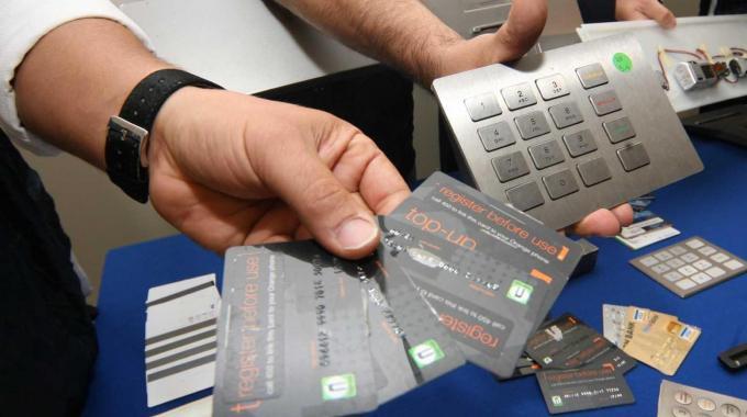 carte di credito clonate  e prostituzione, retata a Milano: 12 arresti e 14 indagati