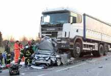 Tir travolge auto a Rondissone Torino. Due morti. Autista scappa ma viene preso