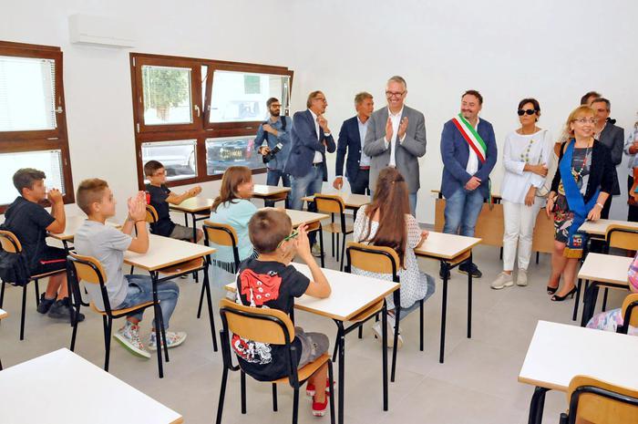 """Sciacalli rubano Pc in scuola terremotata: Mattarella """"Punirli severamente"""""""