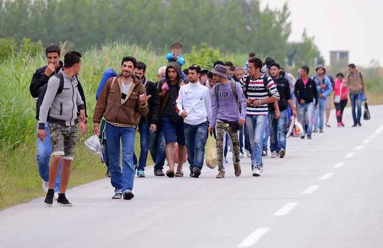 Sbarco a Catanzaro: Gdf ferma veliero in fuga ed arresta scafisti