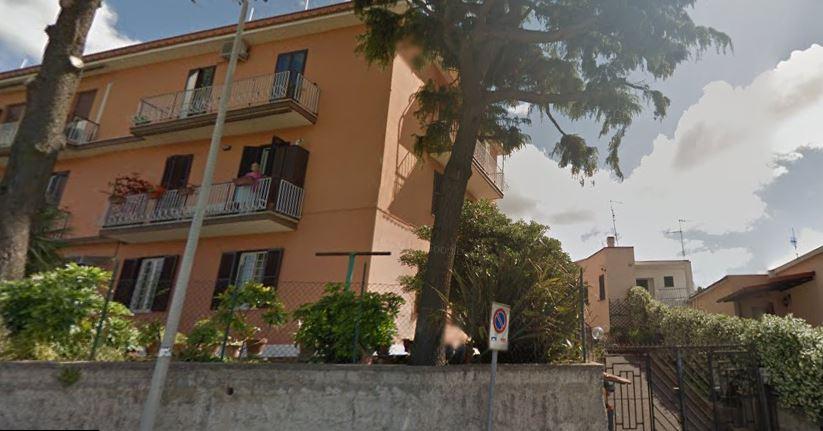 Strangolata in casa, fermato un 49enne: mille euro alla base del delitto