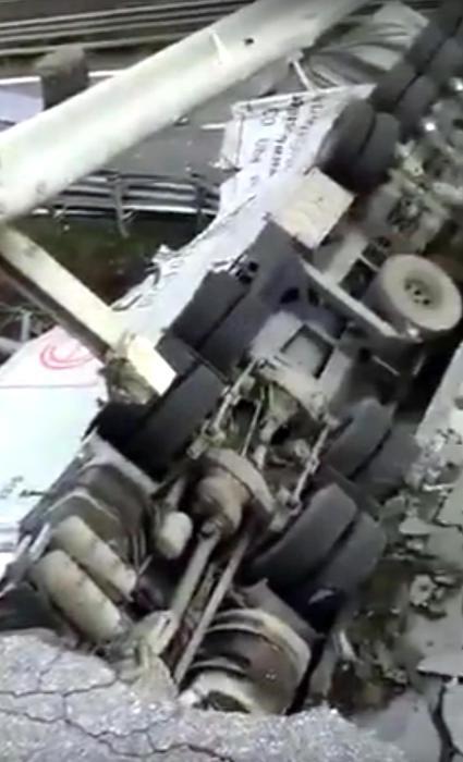 Cavalcavia crollato ad Annone Brianza sulla statale 36 Milano Lecco