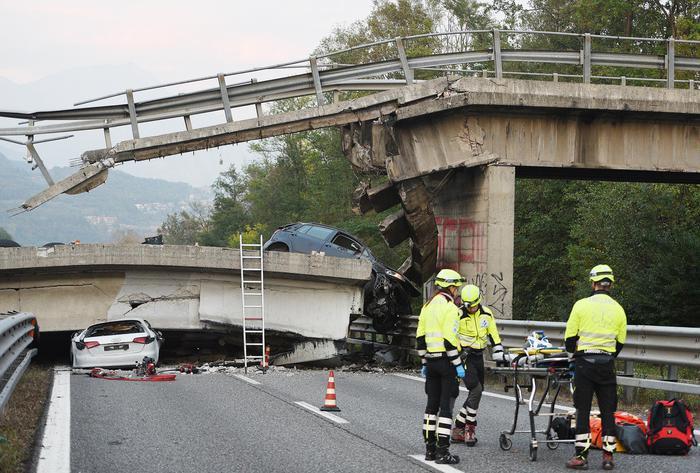 Il Cavalcavia della SP 49 crollato ad Annone sulla statale 36 Milano Lecco
