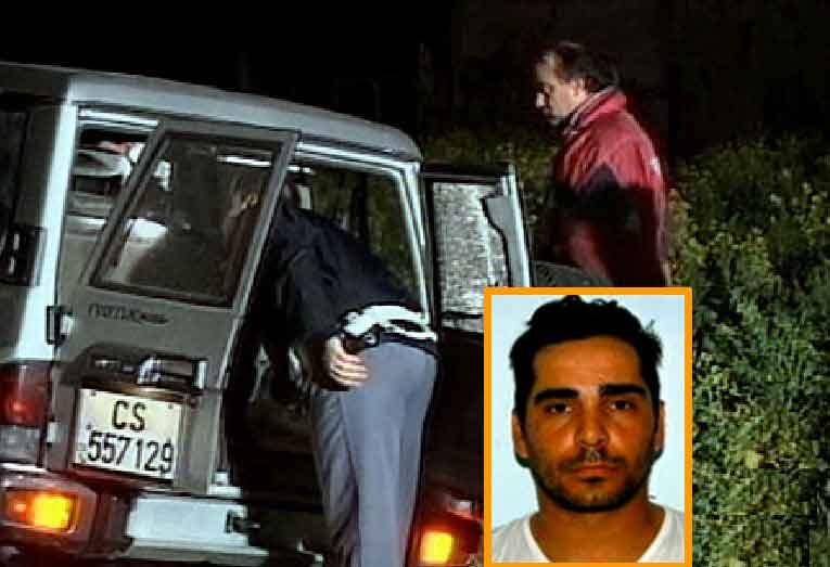 Il fuoristrada a bordo del quale è stato ucciso Sandrino Greco, nel riquadro
