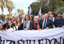 Reggio, no a violenza sulle donne. Migliaia a corteo, anche Boschi e Boldrini