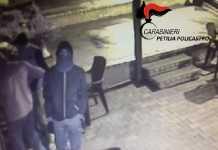 Tentato furto in un bar, identificati e denunciati tre giovani a Cotronei