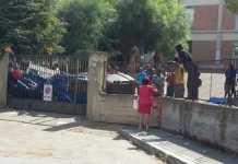 """""""Migranti molestano le donne"""". Proteste di residenti a Reggio Calabria contro centro di prima accoglienza"""