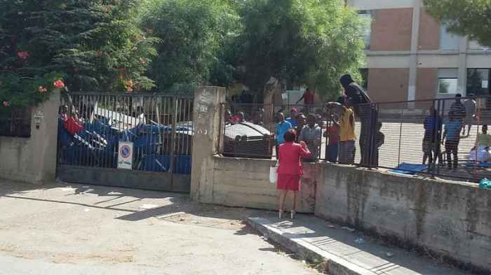 droga nel centro d'accoglienza, arrestato migrante