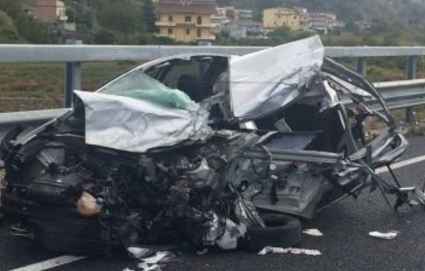 Incidente a Mammola: due feriti e traffico interrotto
