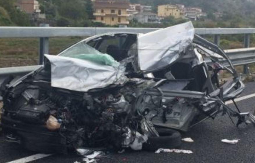Incidente a Mammola: due feriti e traffico interrotto