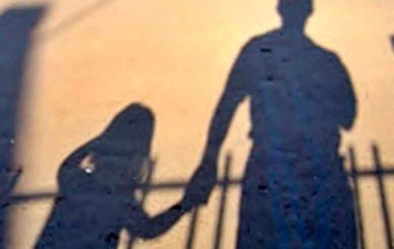 Roma, palpeggiava minori a scuola: arrestato presunto pedofilo