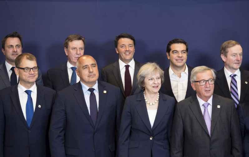 """La solita Ue pronta a criticare la manovra. Renzi: """"Non la cambieremo"""""""