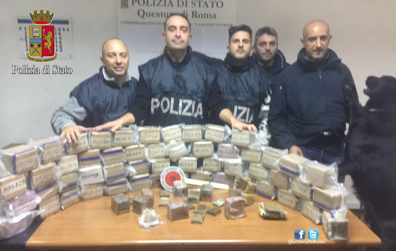 I Poliziotti del Commissariato Casilino con la droga sequestrata a Roma
