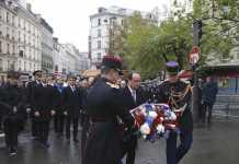 Il presidente francese Francois Hollande durante una delle commemorazioni a Parigi
