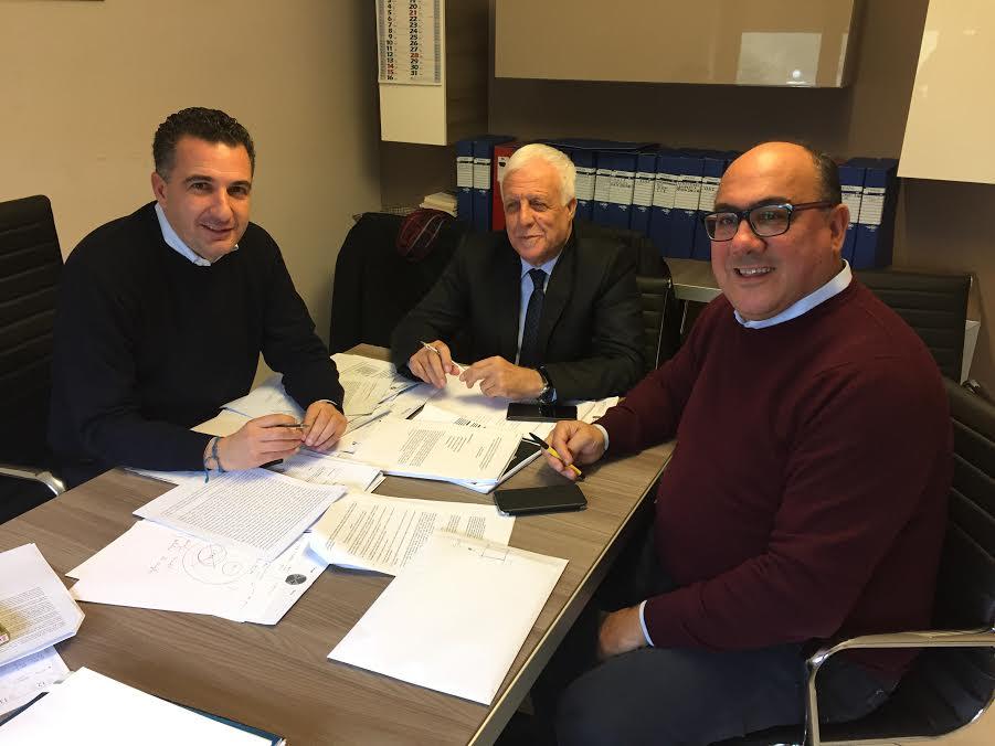 Da sinistra Orlandino Greco, Franco Sergio e Carlo Guccione: Città unica strada giusta