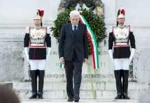 Il presidente della Repubblica Sergio Mattarella ha deposto una corona d'alloro ai Caduti