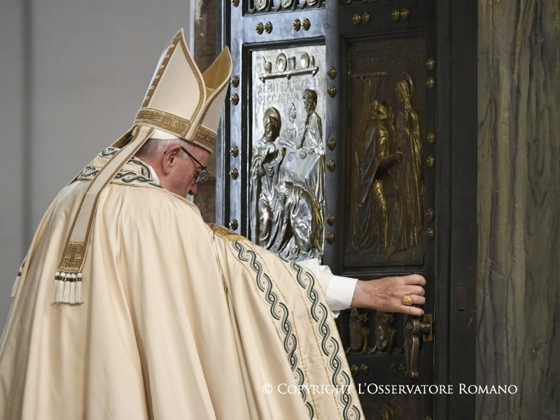Giubileo della Misericordia, Papa Francesco chiude la Porta Santa