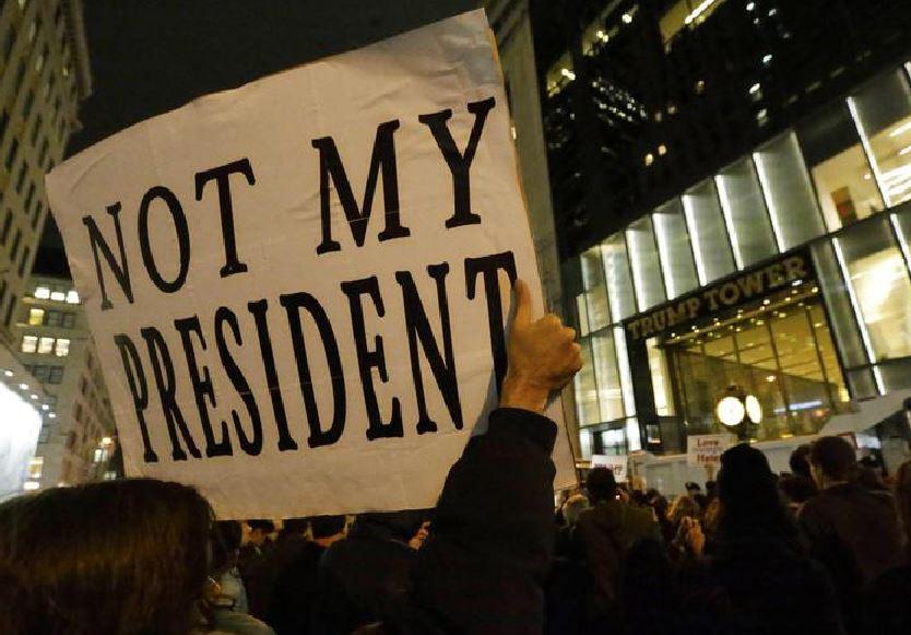 Manifestanti anti Trump a New York