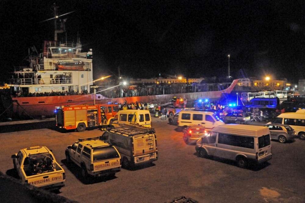 Sbarco migranti di notte