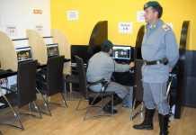 Militari in un Centro scommesse