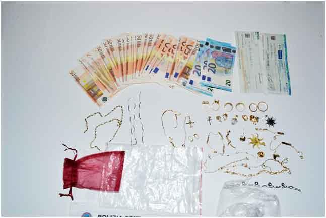 Gioielli e soldi sequestrati a Paola