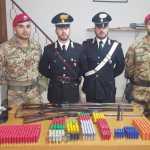 I militari con armi e munizioni sequestrate a Santa Cristina