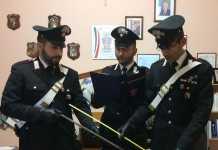 Carabinieri con le spranghe sequestrate a Ferruzzano