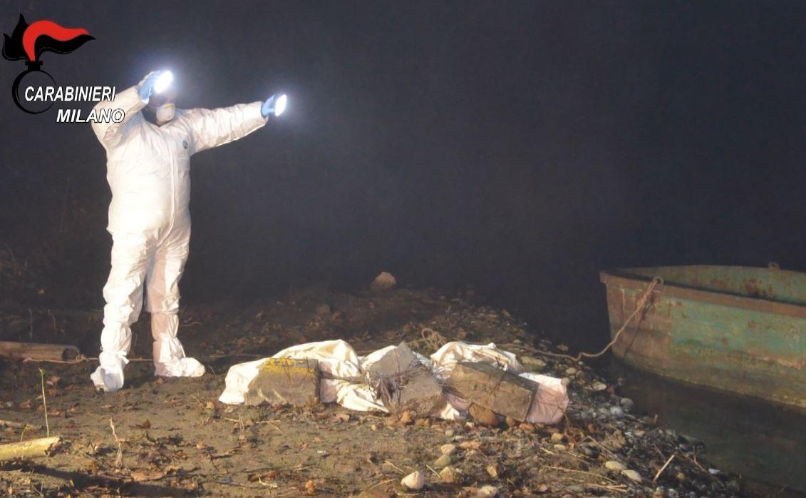 La scoperta del cadavere di Gabriella Fabbiano. Il corpo nella foto con tre blocchi di cemento e avvolto in un telo bianco