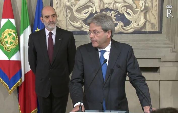 Paolo Gentiloni dopo aver ricevuto l'incarico dal capo dello Stato